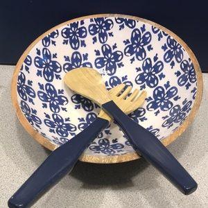 NWOT Wooden salad Bowl set with serving utensils